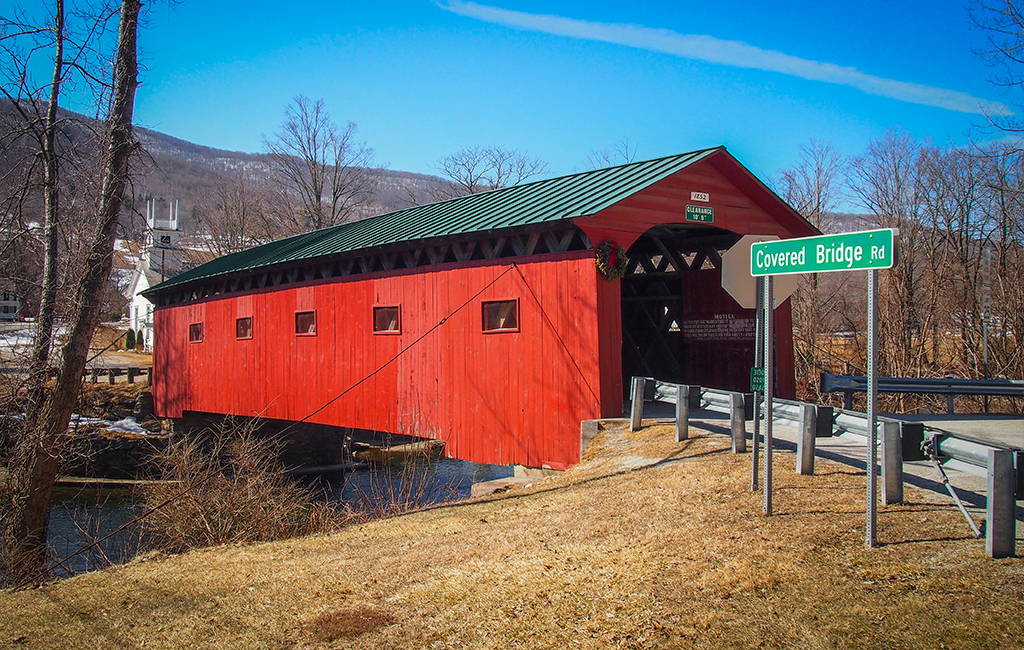 West Arlington Covered Bridge/Bram/AdobeStock.com