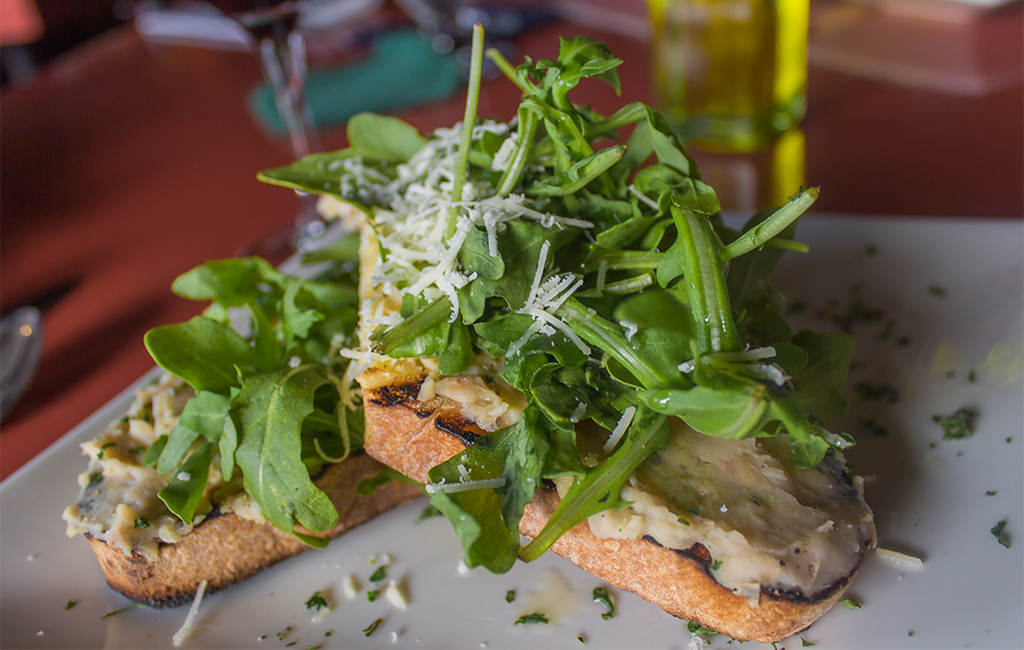 crostini with white beans and arugula